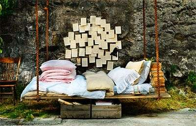 Fantastic Swing Beds Made from Pallets or Old Door and Woods